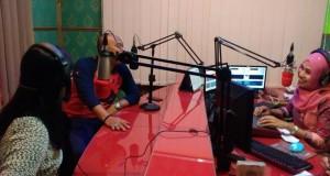Talk Show satu Jam Bersama Ikke Nurjannaf Feat Tengku Edwin