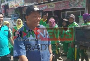 01.)Bupati Mandailing Natal Turun Langsung Membersihkan Parit Pada Program Jum'at Bersih