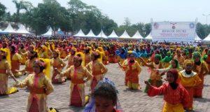 1.350 Siswa Deliserdang Catat Rekor MURI Penari Hadrah Terbanyak