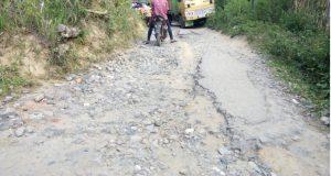 10 Km Jalan Pakantan Masih Rusak Parah