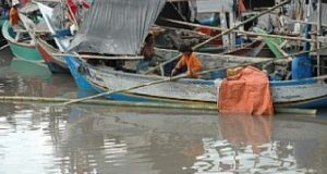 Cuaca Buruk, Nelayan di Pantai Barat Madina tak melaut.