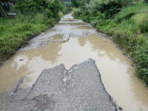 jalan-ke-sibanggor-tepatnya-di-desa-purba-julu-kec-puncak-sorik-marapi-rusak-parah