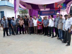 Anggota DPRD  Sumut Ti Aisah Ritonga berfoto bersama anggota Kepala Desa se Kec. Kotanopan usai melaksanakan reses di daerah ini.