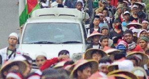 Ikut Demo di Jakarta, Ada yang Jalan Kaki dari Ciamis, Sebagian Lagi Naik Bus