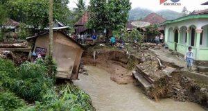 Pemda Bantu Keluarga Korban Meninggal Banjir Malintang