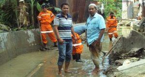 Dinas Perkim Madina Lakukan Pengerukan Sedimen Sungai di Gunungtua