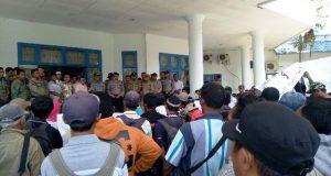 Aliansi Masyarakat Peduli Keadilan Gruduk Kantor DPRD Madina