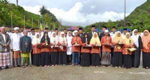 Bupati Madina Berikan Penghargaan kepada Santri dan Siswa Madrasah Berprestasi