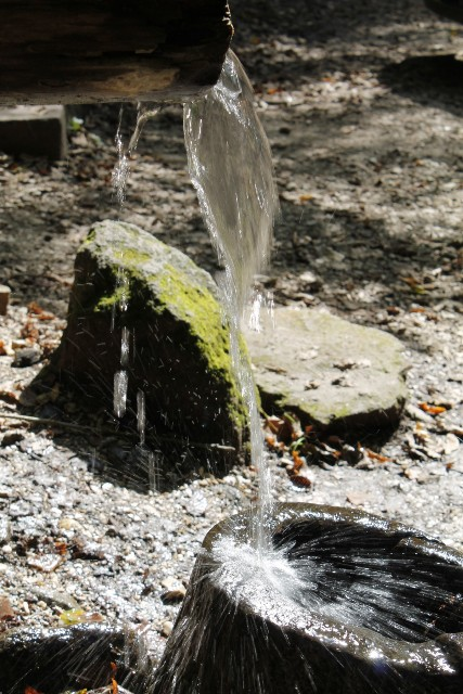 Tetesan Air yang Dapat Melubangi Batu