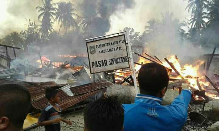 Kebakaran Hebat Landa Simpang Gambir