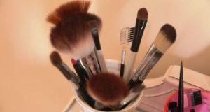 Terlalu Lama Menyimpan Make Up Bisa Jadi Penyakit