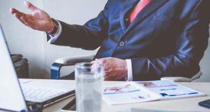 7 Tanda Sebenarnya Bos Gak Suka Padamu & Cara Mengatasinya