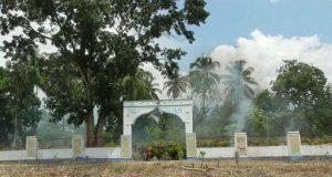 Jelang Ramadhan Pemuda-Pemudi Sipolu polu Lakukan Gotong Royong Membersihkan Tempat Pemakaman