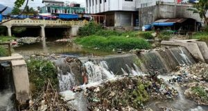 Tumpukan Sampah di Bendungan Aek Mata Panyabungan
