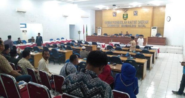 Sejumlah Anggota Dewan Berulah, Parpurna LKPJ Bupati  Tahun 2017 Gagal Disetujui