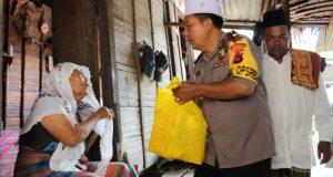 Bakhti Sosial Polri, Polres Madina Bantu Warga Desa Kurang Mampu