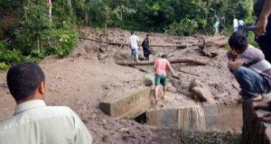 Akses Jalan Menuju Tiga Desa di Kecamatan Tambangan Tertimbun Longsor
