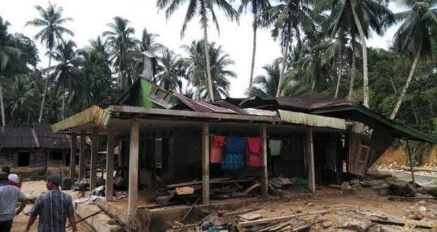 Akses Komunikasi dan Jalan Buruk, Korban Banjir Bandang di Muara Batang Gadis Sulit Dijangkau