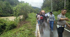 Mobil Avansa Terjun Bebas Ke Sungai,  1 Hilang dan 1 Meninggal