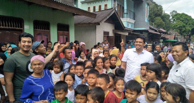 """Bobby Nasution """" Dihadang"""" Omak-Omak dan Anak-anak"""