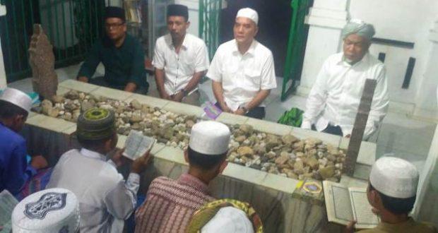 Menyongsong Hari Santri Nasional 2018, H. Marwan Dasopang Ziarah ke Makam Syech Musthofa Husein