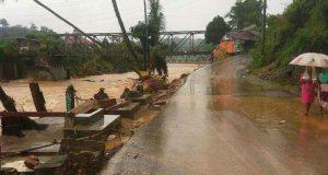 Banjir di Lingga Bayu Dan Batang Natal, Puluhan Rumah Hanyut
