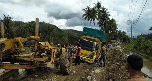 Macet dan Antrian Panjang Kembali Terjadi di Jalan Nasional Saba Pasir
