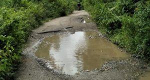 4 Km Jalan Pakantan Masih Rusak Parah