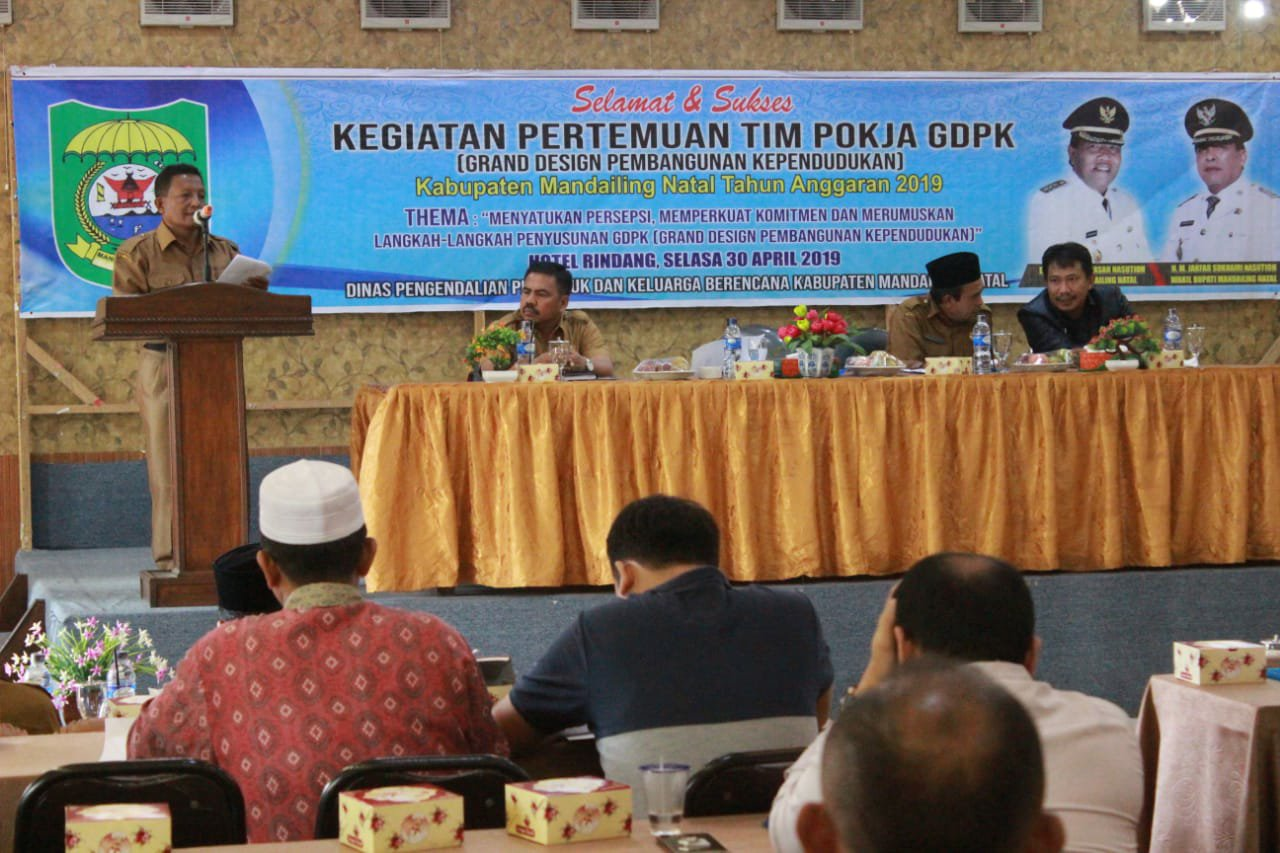 Foto : Sekda Madina Sahnan Batubara saat memberikan sambutan.