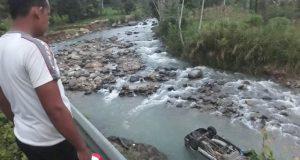 Minibus Masuk Sungai Di Muara Mais, Seluruh Penumpang Selamat