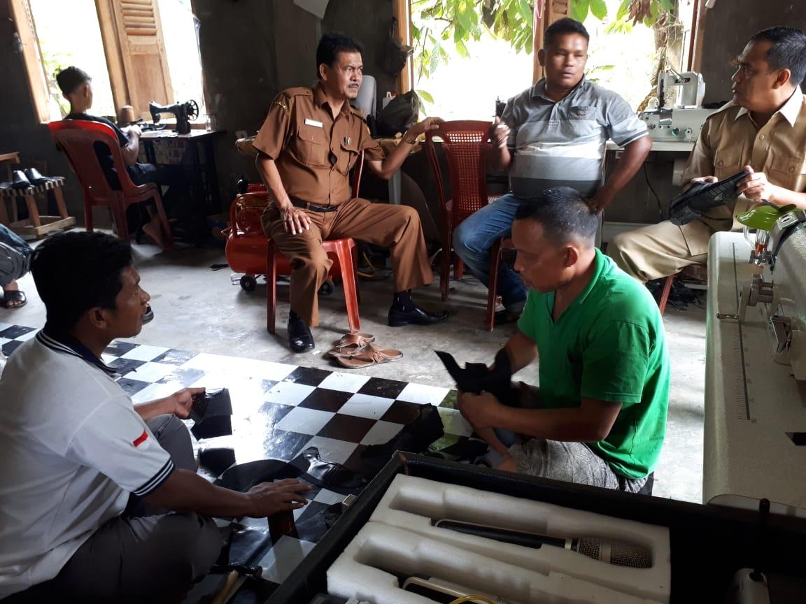 Ada Produksi Sepatu Kulit di Desa Simalagi Sumber Dana Desa