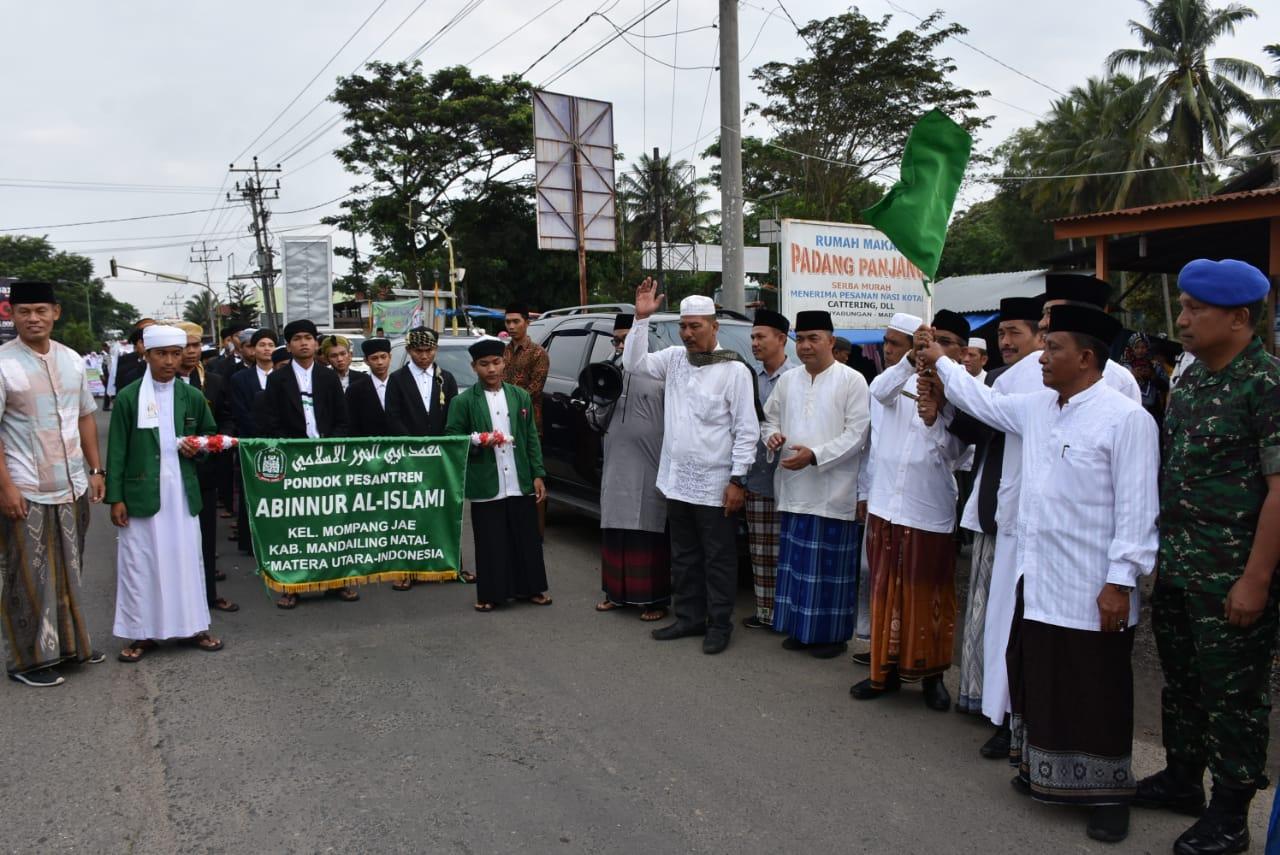 Sholawat Berkumandang di Kirab Santri Hari Santri Nasional