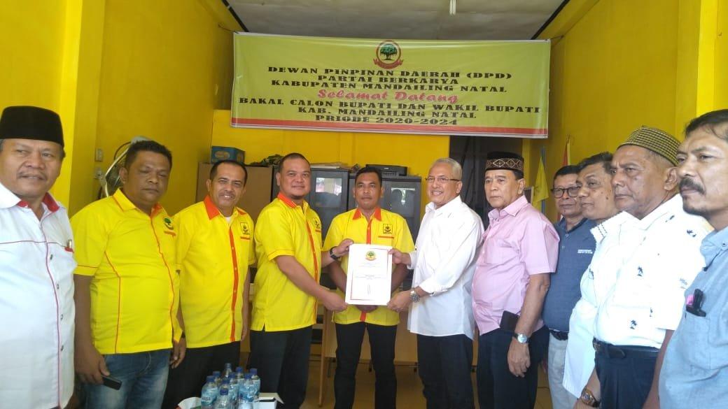 Jendral Sofwat Nasution Kembalikan Berkas Formulir Balon Bupati ke Partai Berkarya
