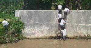 Pelajar Lompat ke Sungai Hindari Razia