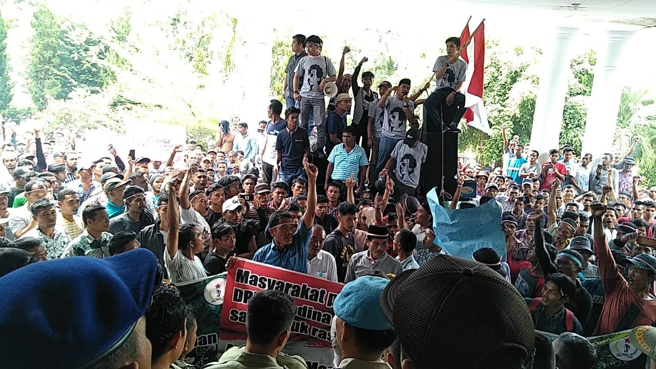 Ribuan Penambang Datangi DPRD Madina