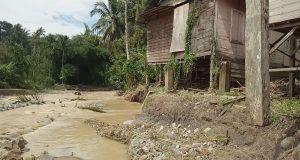 Arus Banjir Hancurkan Dek Penahan Aek Singengu