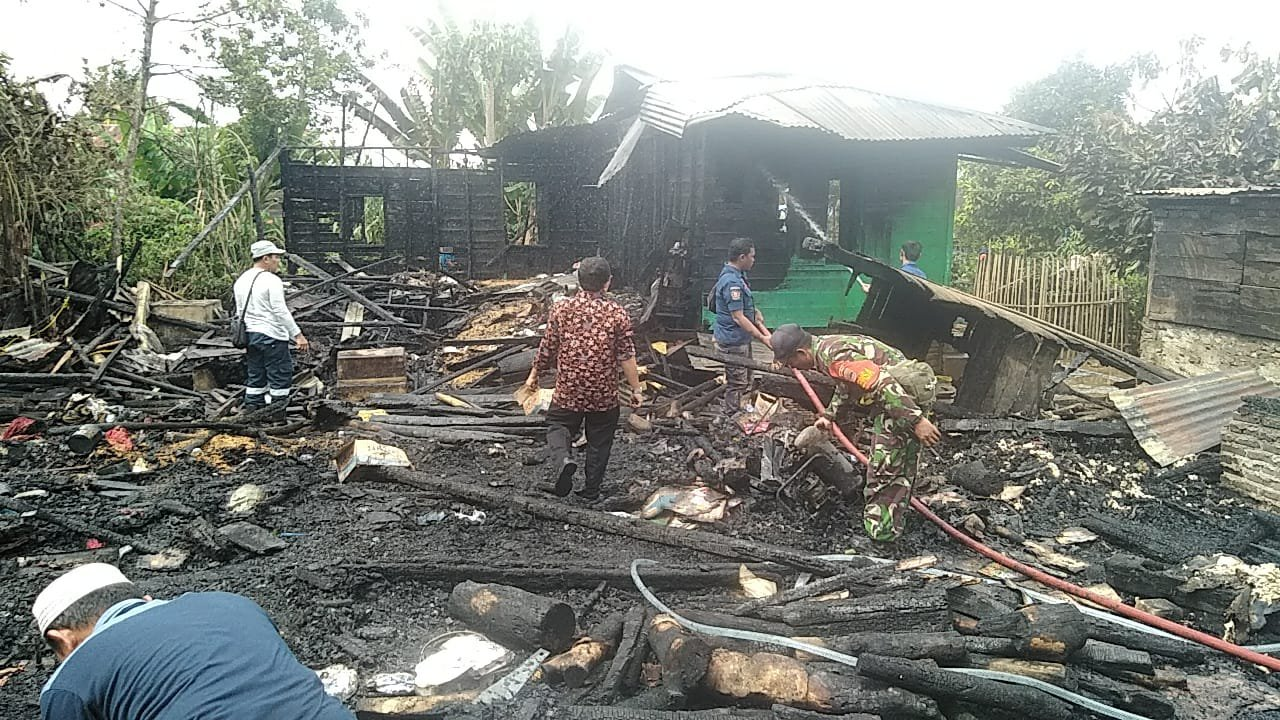 Dua Rumah di Desa Hutatinggi Hangus Terbakar