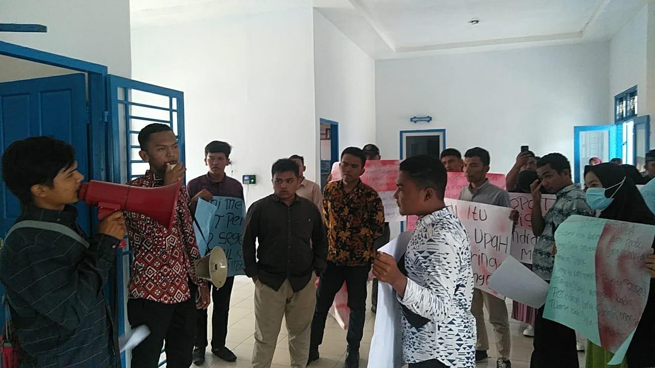 Mahasiswa Berhasil Duduki Kantor Dinas Pendidikan Madina