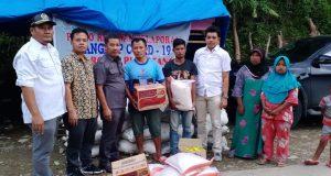 Kunjungi Korban Banjir di Muara Sipongi, Komisi III DPRD Madina Serahkan Bantuan