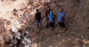 Kadis Pertanian Madina Tinjau Irigasi yang Rusak Diterjang Banjir