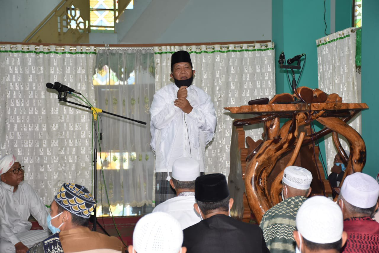 Salat Idulfitri di Masjid Agung Nur Ala Nur, Bupati Madina Ajak Masyarakat Berdoa Agar Corona Segera Berakhir