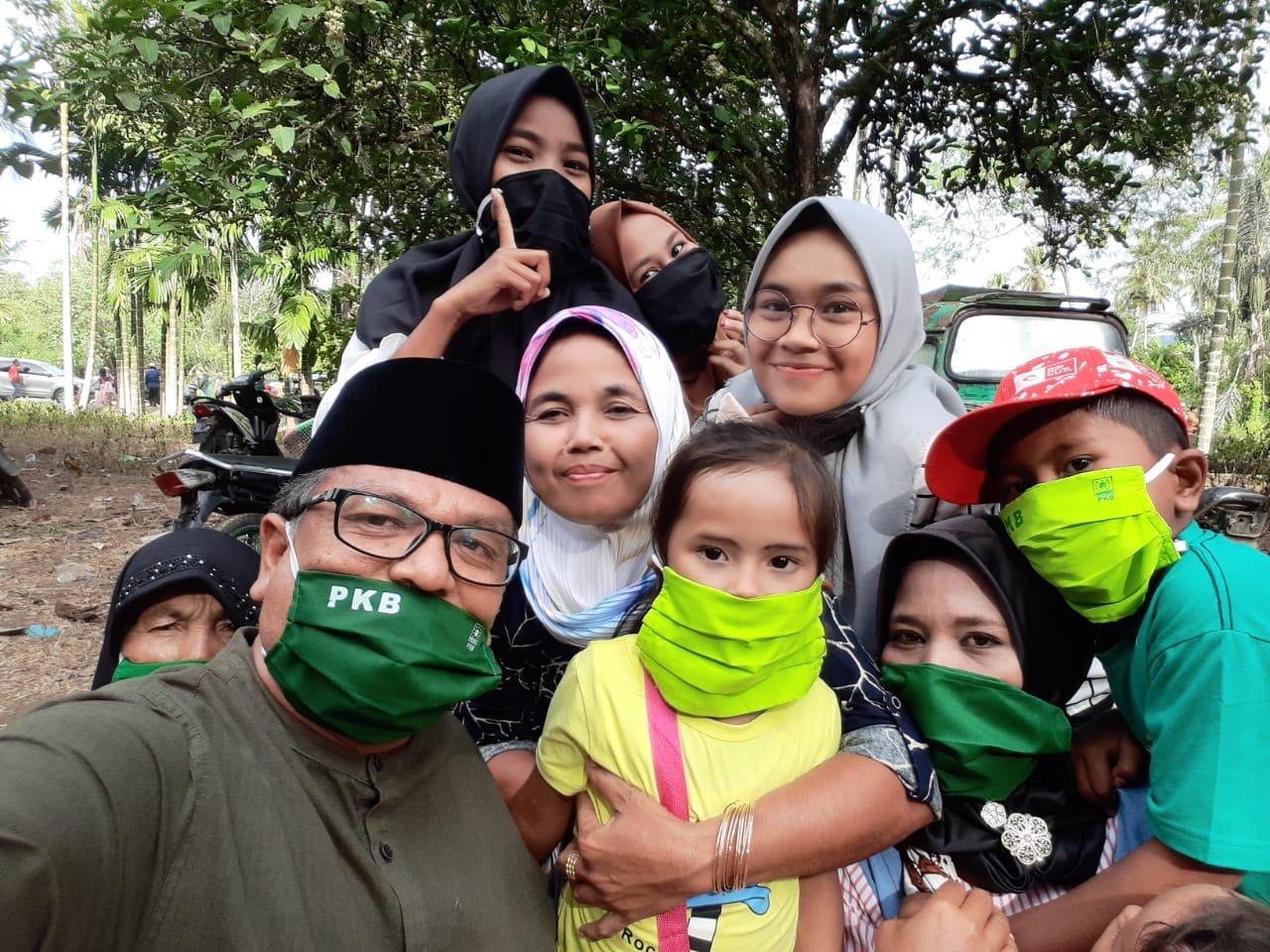 PKB Peduli Covid 19 Bagikan Masker ke Pengunjung Sampuraga