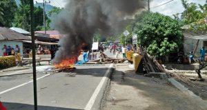 Akibat BLT, Warga Desa Hutapuli Madina Blokade Jalan Lintas Sumatera