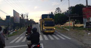 Turuti Permintaan Ketua DPRD, Warga Buka Blokade Jalan