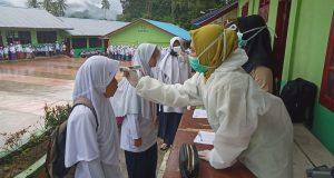 Pemeriksaan Suhu Tubuh Warnai Hari Pertama Masuk Pesantren di Madina