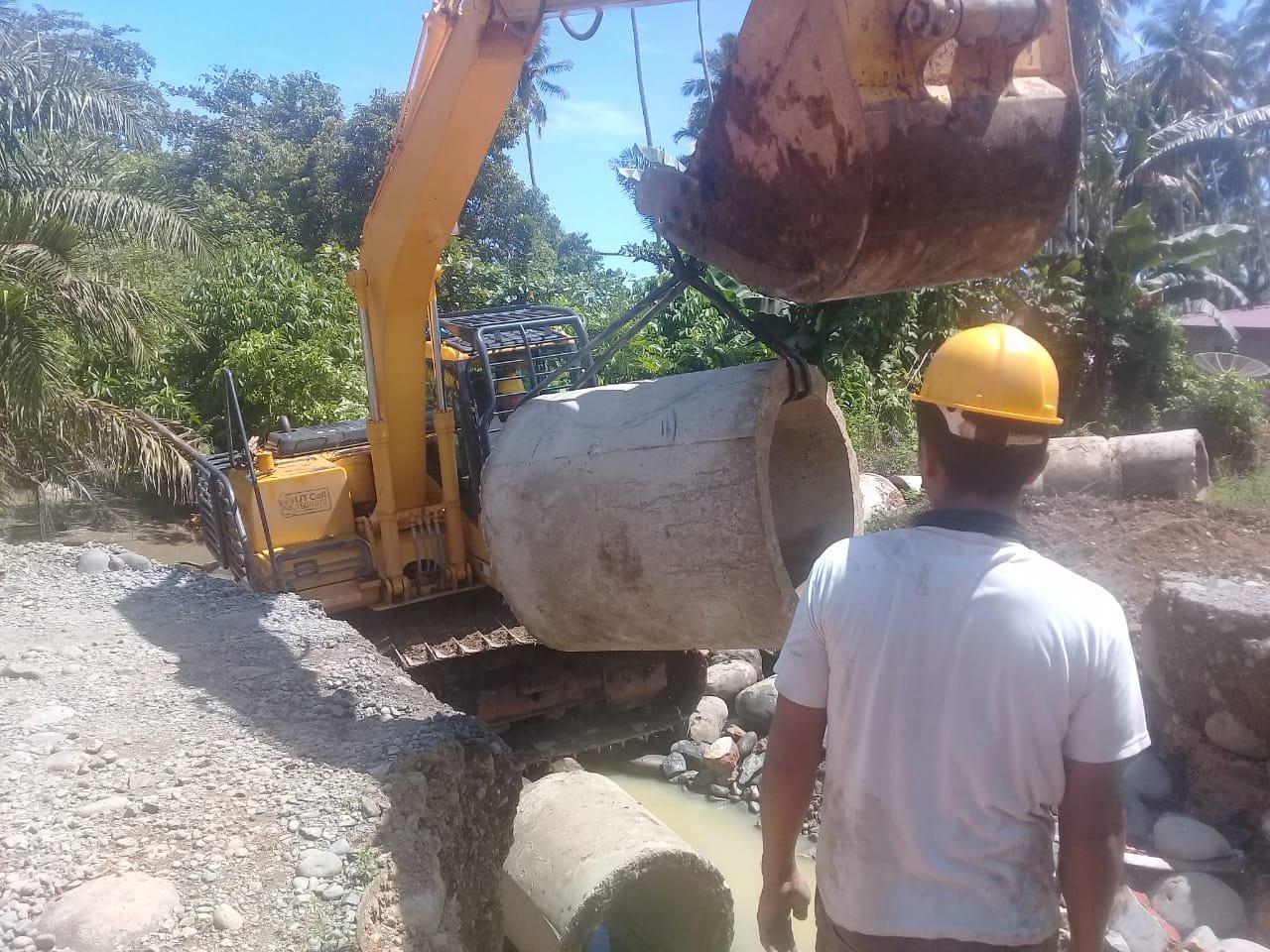 Bupati Turunkan Alat Berat dan Kirim Logistik untuk Korban Banjir Natal