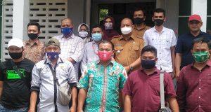 Cegah Covid-19, Camat Batang Natal: Satu Warga Dapat Dua Masker
