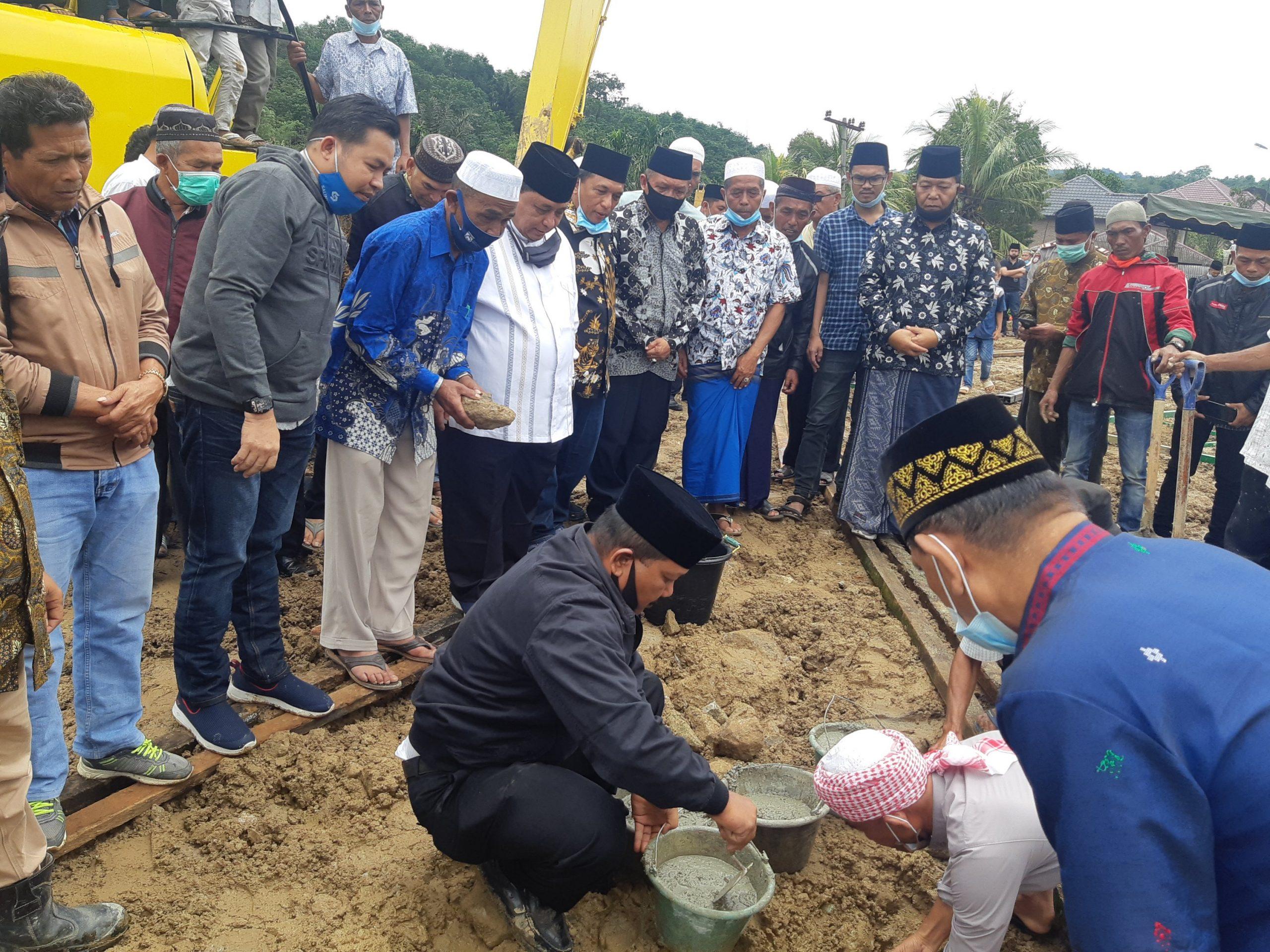 Cabub Madina Dahlan Hasan Nasution Resmikan Masjid As Suhada di Sibanggor Tonga