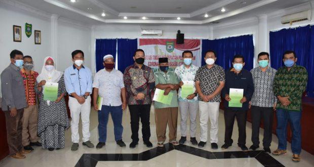 Bupati Madina Serahkan SK Perhutanan Sosial kepada Tujuh Kelompok Tani