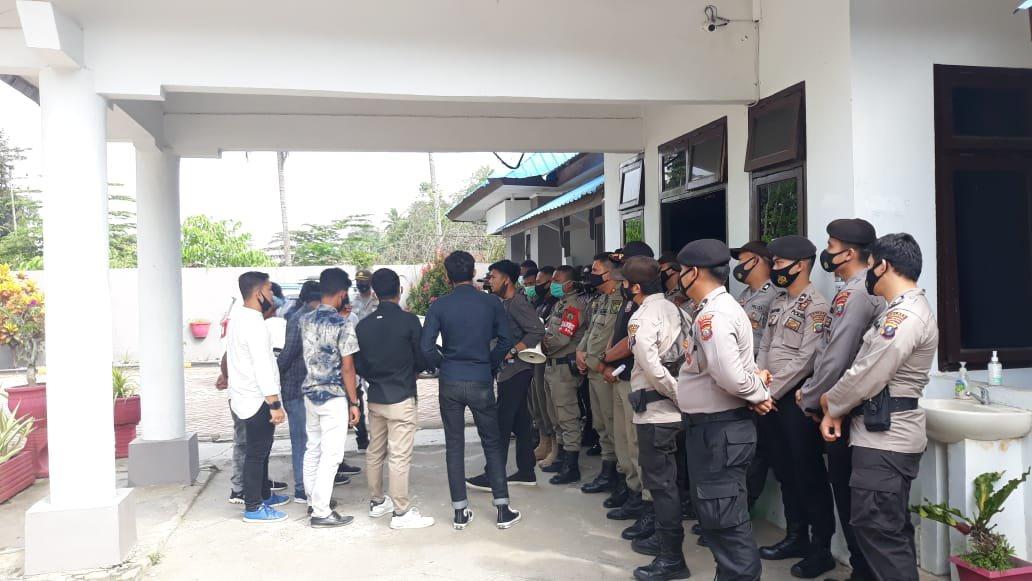 Personel Polres Madina Kawal Unjuk Rasa Mahasiswa di Inspektorat